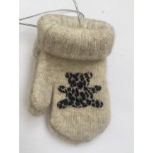 Варежки зимние на резинке бежевого цвета с мишкой