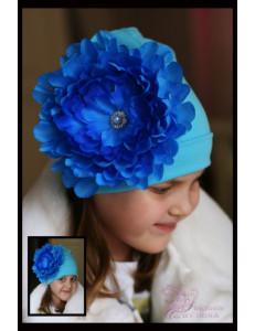 Шапка голубая весенняя с пионом